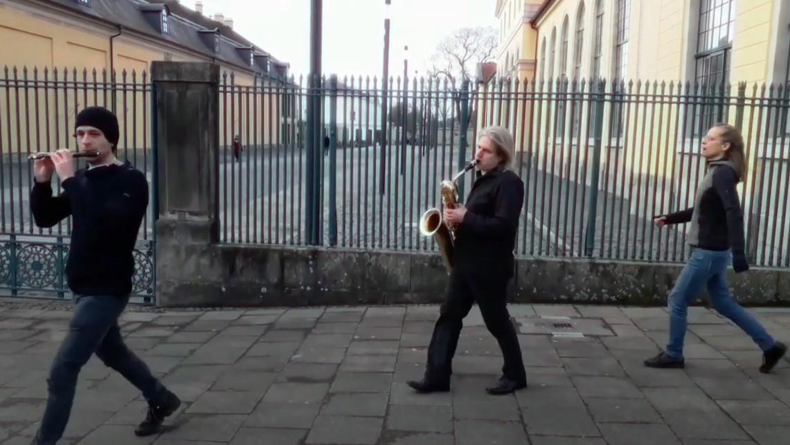 Neujahrsgruß à la Valentin mit Mauricio Kagels Marsch den Sieg zu verfehlen